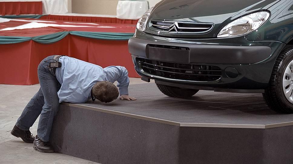 Почему банки вместе с дистрибуторами стали останавливать действие программ господдержки автопрома по всей России