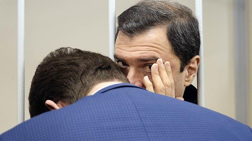 Бывший заместитель министра культуры России Григорий Пирумов (справа)