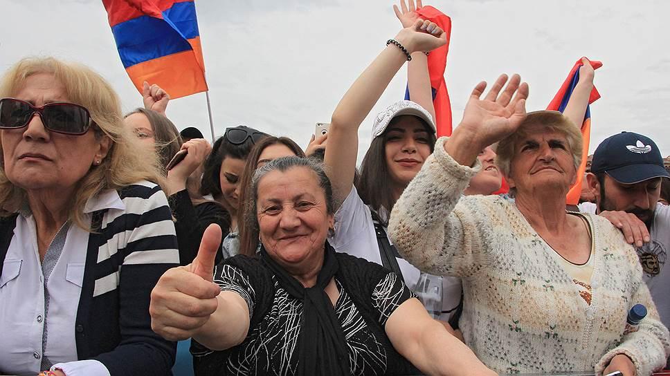 Армения продолжает решать проблемы с помощью протестов
