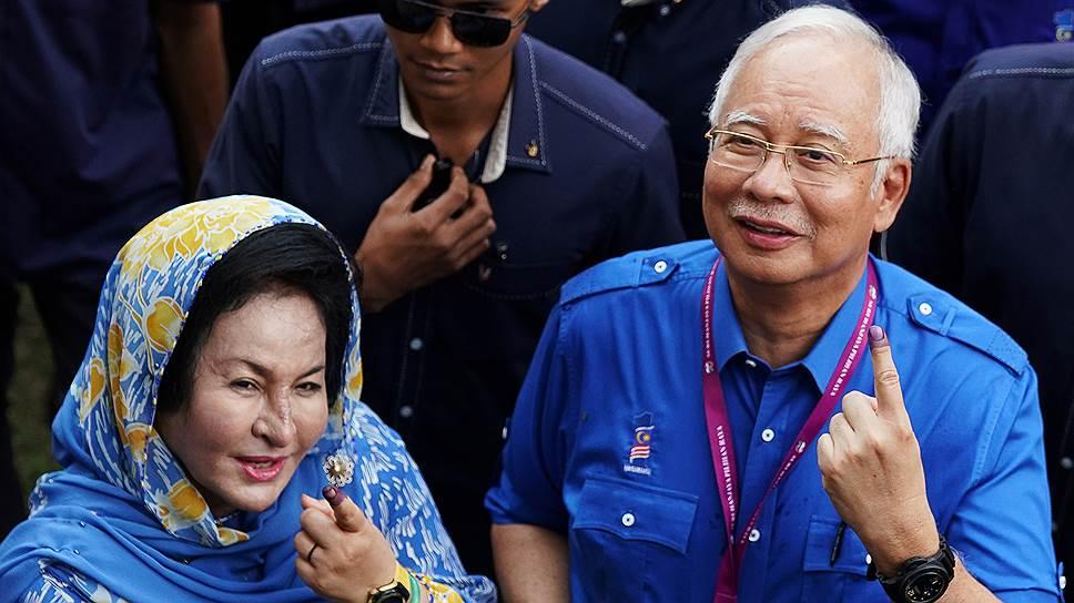 У экс-премьера Малайзии нашли 72 чемодана с наличными и 284 брендовые сумки