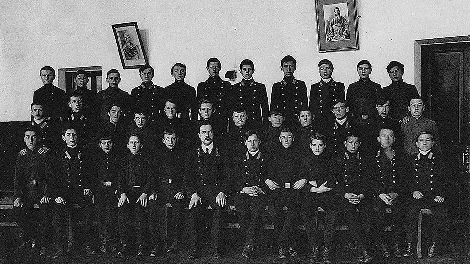 Из мальчиков, получивших образование в семинариях, вырастали не только священнослужители, но и не принявшие сан пролетарии умственного труда, которых обычно называют разночинцами