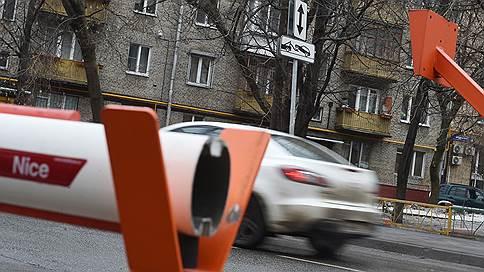 Московским дворам пообещали подъемные на шлагбаумы // Сергей Собянин удвоил и расширил субсидии на ограждающие устройства