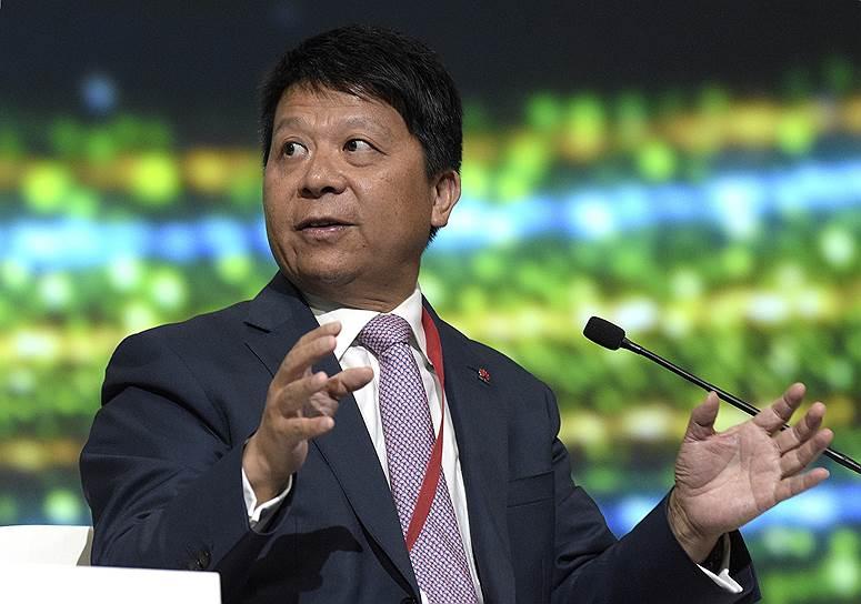 Генеральный директор Huawei Technologies Co. Ltd Го Пин во время сессии «Транзитный мир: что завтра?»