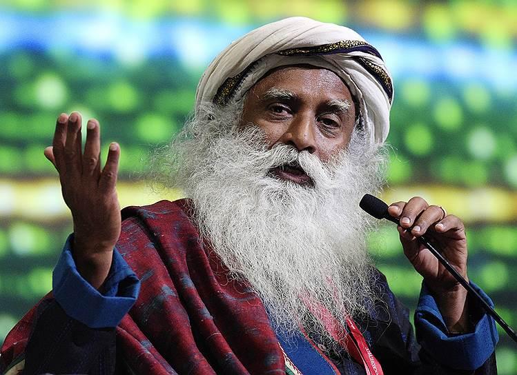 Основатель фонда «Иша», индийский йогин и мистик Сандхгуру во время пленарной сессии  «Транзитный мир: что завтра?»