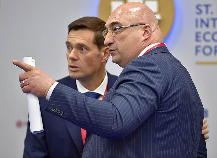 Председатель совета директоров ПАО «Северсталь» Алексей Мордашов (слева) и генеральный директор УК «Металлоинвест» Андрей Варичев во время форума
