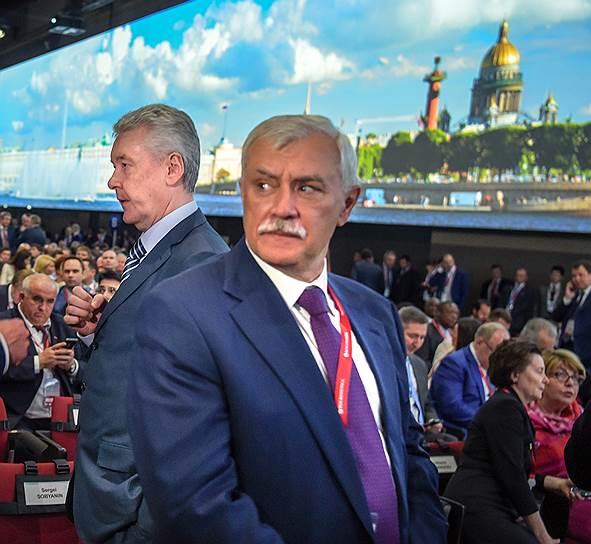 Губернатор Санкт-Петербурга Георгий Полтавченко (справа) и мэр Москвы Сергей Собянин во время работы форума