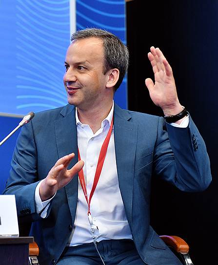 Бывший вице-премьер РФ Аркадий Дворкович во время панельной сессии «Цифровизация — двигатель роста и инклюзивного развития»