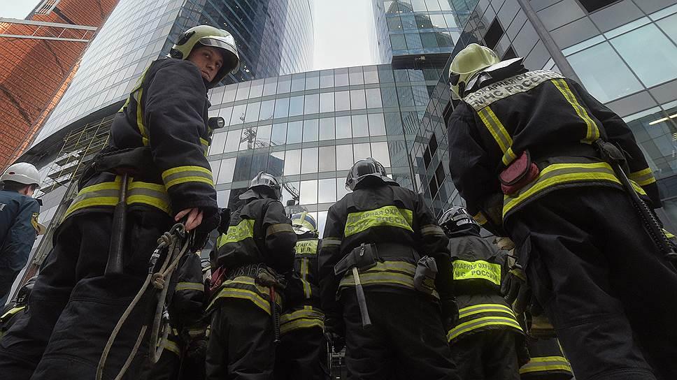 Пожарным вернут фуражки вместо беретов и разрешат комплектовать штат на местах
