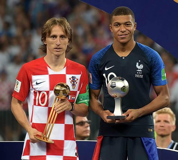 Игрок сборной Хорватии Лука Модрич (слева) и игрок сборной Франции Килиан Мбаппе