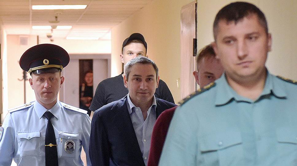 Бывший заместитель председателя правительства Коми Константин Ромаданов (в центре)