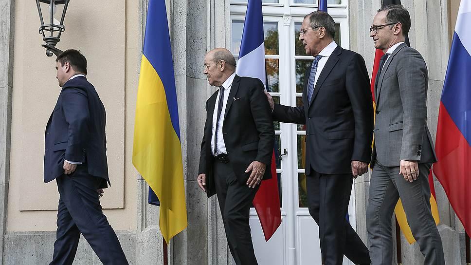 Слева направо: главы МИДов Украины, Франции, России, и Германии Павел Климкин, Жан-Ив ле Дриан, Сергей Лавров и Хайко Маас