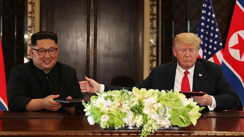 Лидер КНДР Кем Чен Ын (слева) и президент США Дональд Трамп