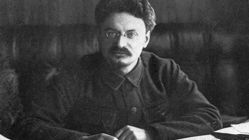 Лев Давидович Троцкий (1879-1840), политический и государственный деятель, председатель Революционного военного совета РСФСР