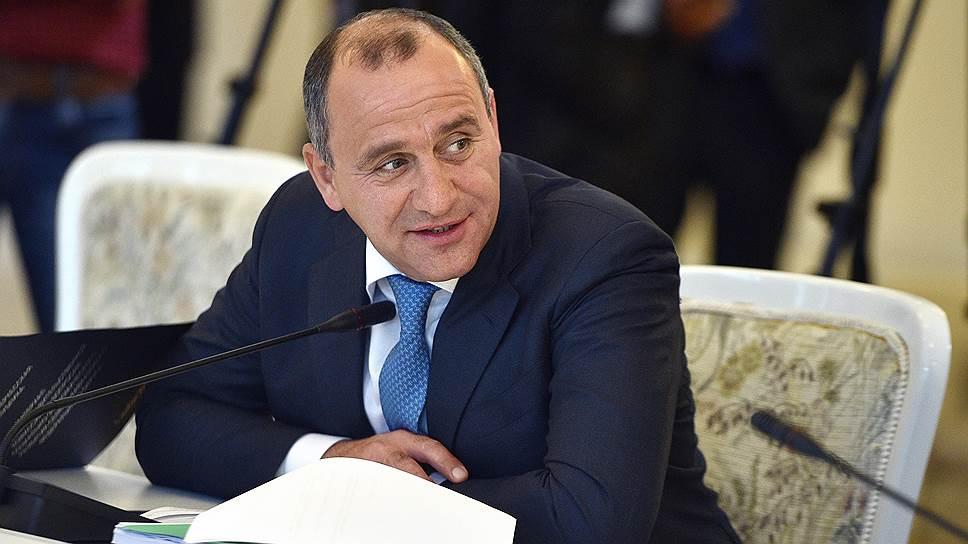 На первое место в рейтинге самых малооплачиваемых губернаторов вернулся глава Карачаево-Черкесия Рашид Темрезов — за прошлый год он заработал 0,9 млн руб.