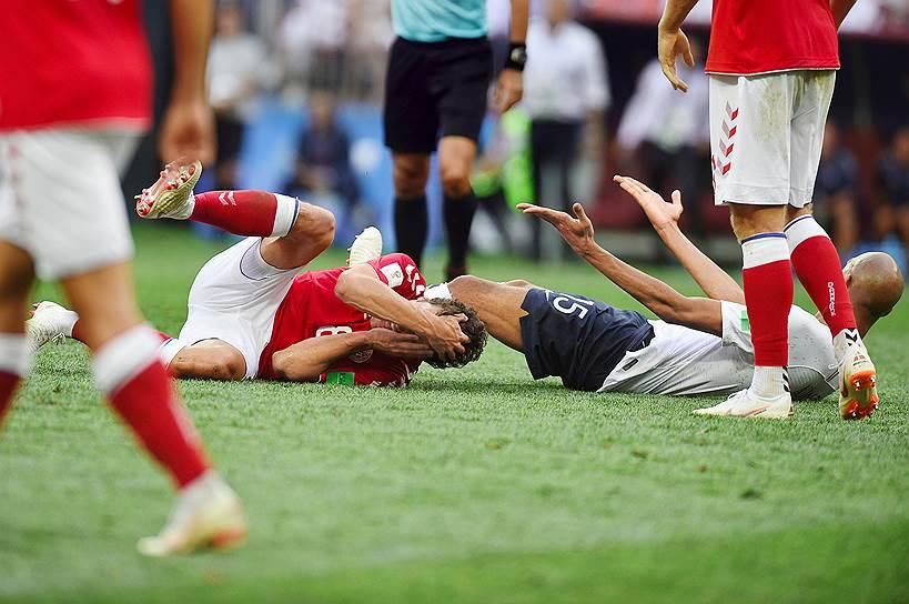 Матч между сборными Дании и Франции на стадионе «Лужники»