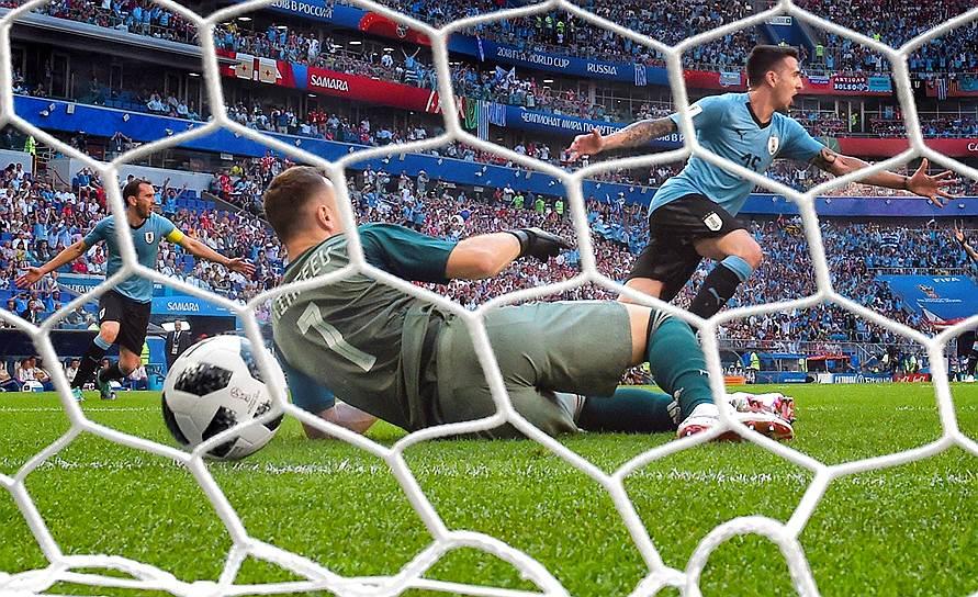 Матч между сборными Уругвая и России на стадионе «Самара Арена»