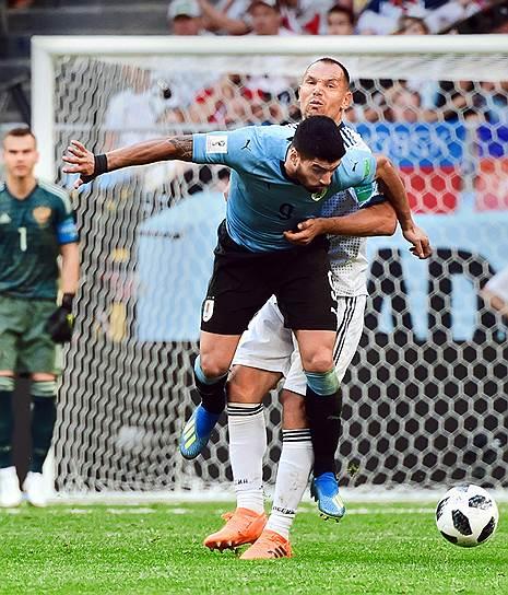 Матч между сборными Уругвая и России на стадионе «Самара Арена». Игрок сборной Уругвая Луис Суарес (на переднем плане)