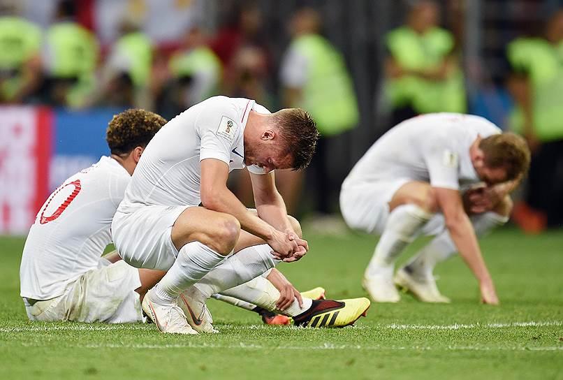 Игроки сборной Англии после окончания матча с Хорватией на стадионе «Лужники».
