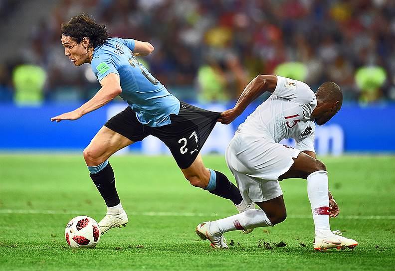 Матч между сборными Уругвая и Португалии на стадионе «Фишт». Игрок сборной Уругвая Эдинсон Кавани (слева) и игрок сборной Португалии Рикарду Перейра (справа)