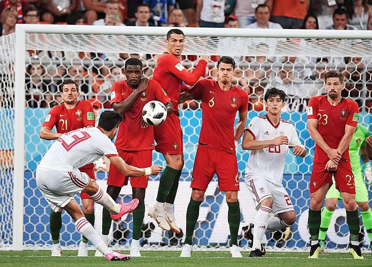 Матч между сборными командами Ирана и Португалии на стадионе «Мордовия Арена»