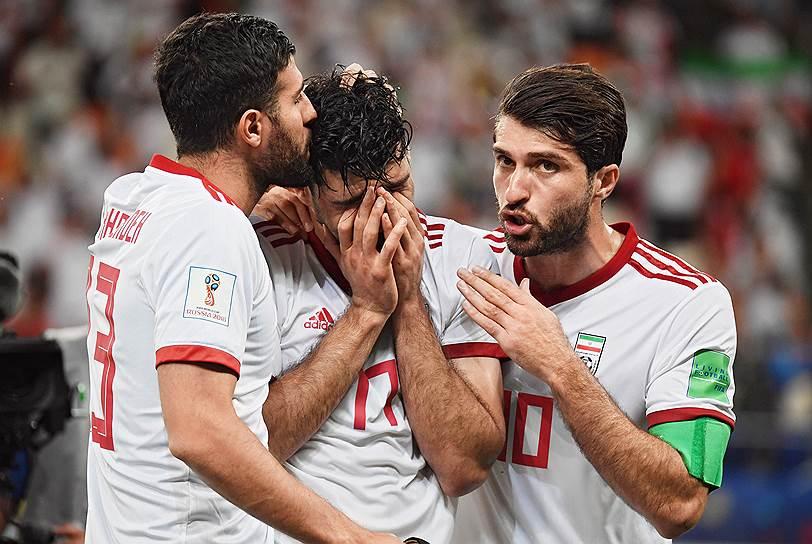 Игроки сборной Ирана во время матча с Португалией на стадионе «Мордовия Арена»