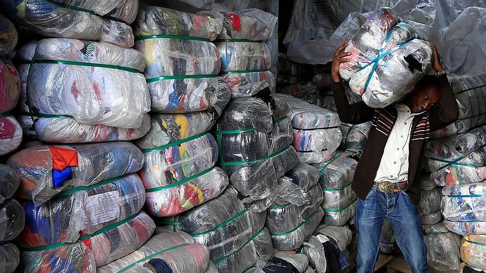 Символом потребительского рынка в африканских странах стали пластиковые пакеты с вещами из США и Европы