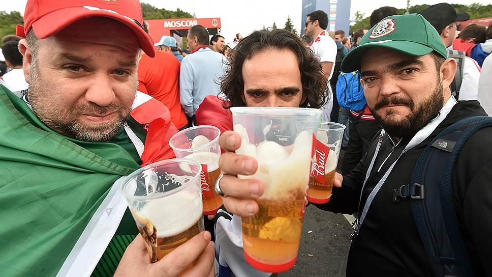 Болельщики разобрали пиво в барах и ресторанах