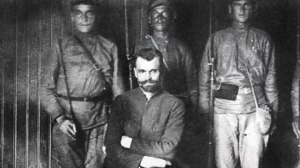 Командовавший повстанцами полковник Александр Перхуров ушел из города незадолго до капитуляции восставших, но через три года вновь оказался в Ярославле — в качестве подсудимого на показательном судебном процессе