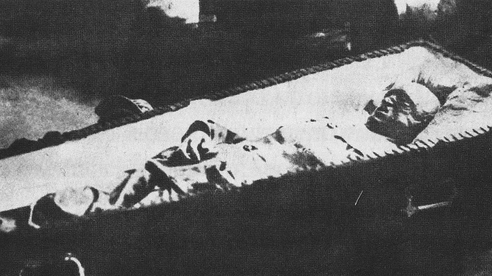 После подавления восстания тело Семена Нахимсона было отправлено в Петроград и захоронено на Марсовом поле