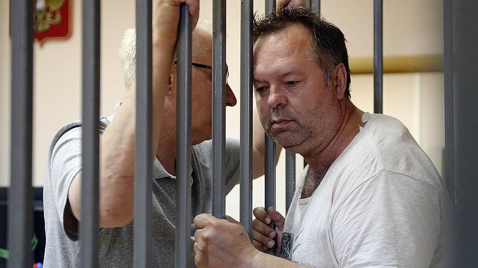 Сотрудник IT-отдела Московской таможни Центрального таможенного управления ФТС России Андрей Крючков (справа)