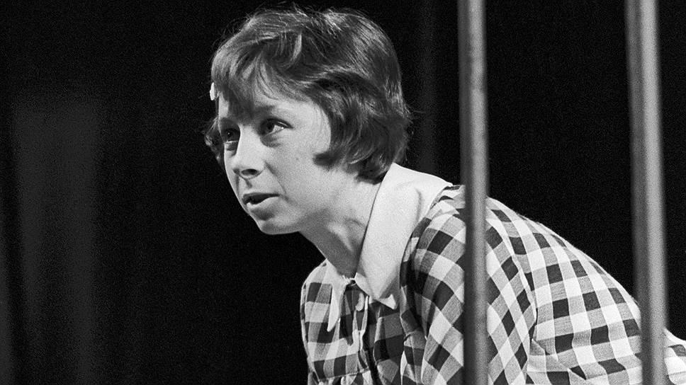 Лия Ахеджакова родилась 9 июля 1938 года в Днепропетровске Украинской ССР (ныне — Днепр, Украина). Отчим ее был театральным режиссером, мать — актрисой, заслуженной артисткой РСФСР. Детство будущая актриса провела в Майкопе, где работали ее родители