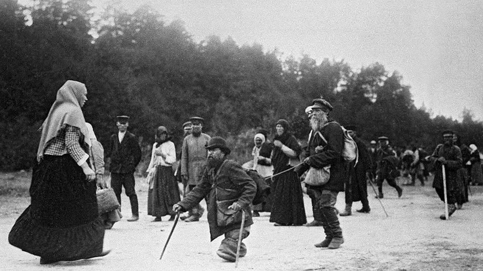 Количество паломников, пришедших в 1903 году на торжества, связанные с канонизацией Серафима Саровского, произвело огромное впечатление на русское общество