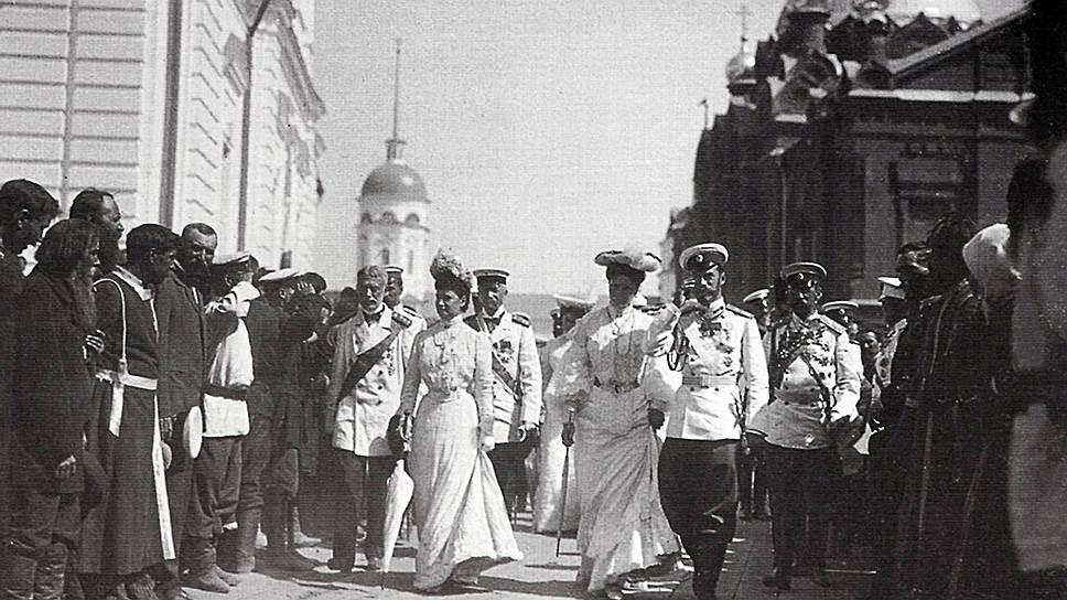 Николай II очень серьезно относился к народной религиозности и фактически заставил Синод провести канонизацию Серафима Саровского