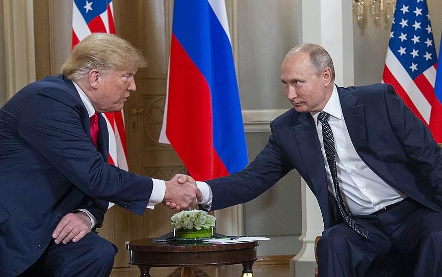Президенты России и США Владимир Путин (справа) и Дональд Трамп
