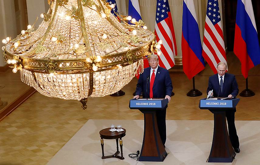Совместная пресс-конференция президентов России и США в одном из залов дворца президента Финляндии