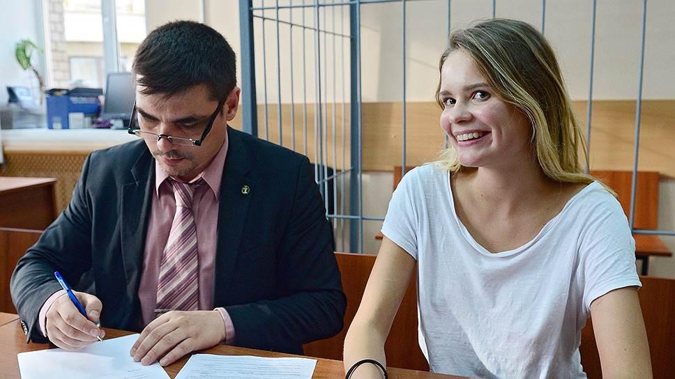 Адвокат Николай Васильев и активистка группы Pussy Riot Вероника Никульшина