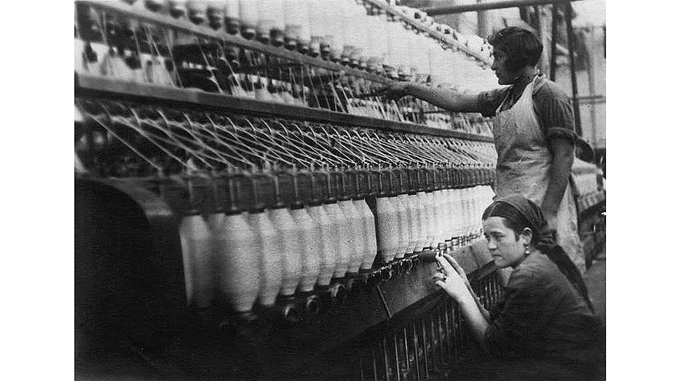 Первая волна индустриализации традиционно начиналась с развития ткацкой промышленности. С учетом исключительной важности индустрии именно ее работникам были назначены первые гражданские пенсии