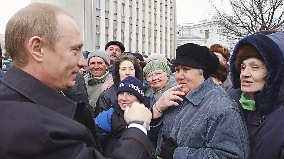 Формула социальной справедливости по реформе Владимира Путина в 2002 году выглядела так: половина пенсии будет примерно равной у всех, другая половина — зависеть от заработка и стажа