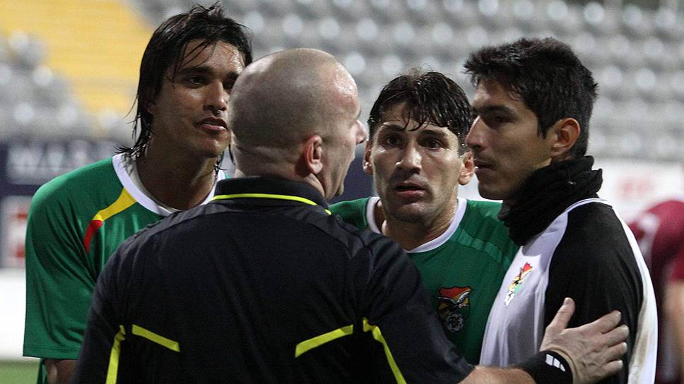 На товарищеский матч сборных Латвии и Боливии (2:1) в турецкой Анталье в 2011 году пришло всего около 100 зрителей. Все три гола были забиты с пенальти. Впоследствии судейская бригада из Боснии, обслуживавшая матч, была пожизненно дисквалифицирована