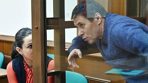 Прокуратура требует лишить звезд бывшего безопасника СКР  / Гособвинение предложило осудить Александра Ламонова на шесть лет