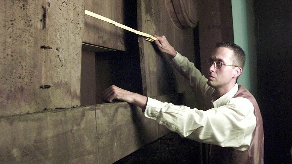 Комиссар полиции Йан де Кесел нашел доказательства того, что похищенная панель «Праведные судьи» долгое время хранилась за алтарем церкви св. Михаила в Веттерене