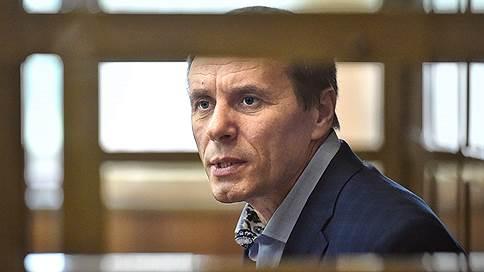 Бывший безопасник СКР остался без звезд  / Александр Ламонов получил пять лет строгого режима, штраф и лишился звания