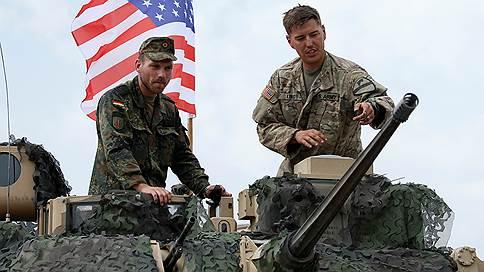Американские танки на бывшей российской военной базе