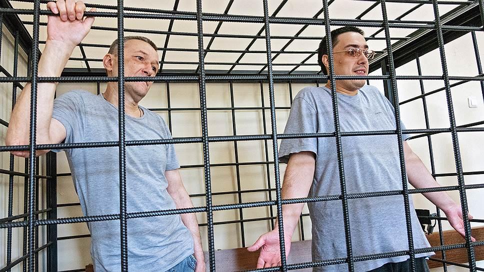 Казачий атаман Игорь Житенев (слева) и экоактивист Михаил Безменский