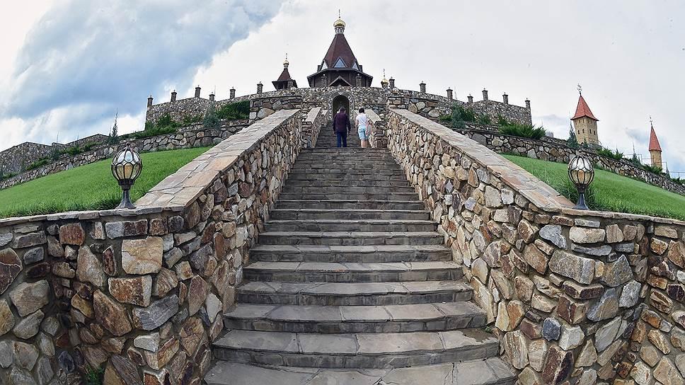 Храм преподобного Сергия Радонежского был построен к 700-летию святого