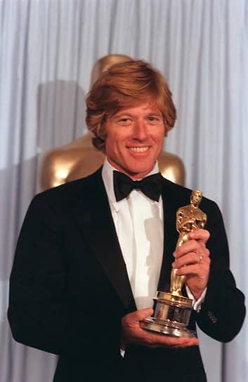 «Как режиссер я не ценю себя в качестве актера. Как актер я ни во что не ставлю себя в качестве режиссера»<br> В 1980 году вблизи своего летнего дома в штате Юта основал американский институт независимого кино «Сандэнс», который с тех пор организует одноименный кинофестиваль. «Сандэнс» стал одним из главных событий в сфере независимого кино. В 1980 году Редфорд также дебютировал в качестве режиссера — картина  «Обыкновенные люди» принесла ему «Оскар» за режиссуру