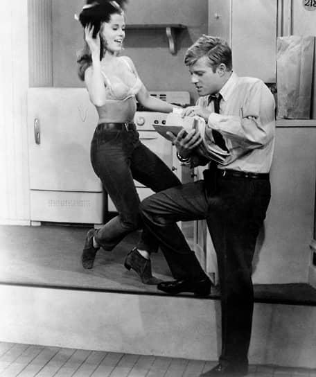 Первой заметной работой актера стала роль рядового в фильме Сидни Поллака о Корейской войне «Охота на поле боя» (1962). Знакомство с режиссером впоследствии обернулось длительным и плодотворным сотрудничеством. В 1963 году актер сыграл в постановке пьесы «Босиком по парку», которая имела оглушительный успех. В 1967 году вышла ее киноверсия (кадр на фото — Роберт Редфорд с Джейн Фондой)