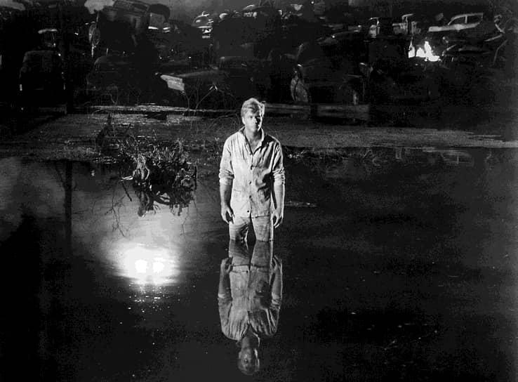 Настоящая слава пришла к актеру после исполнения роли сбежавшего заключенного Баббера Ривза в фильме Артура Пенна «Погоня» (1966)