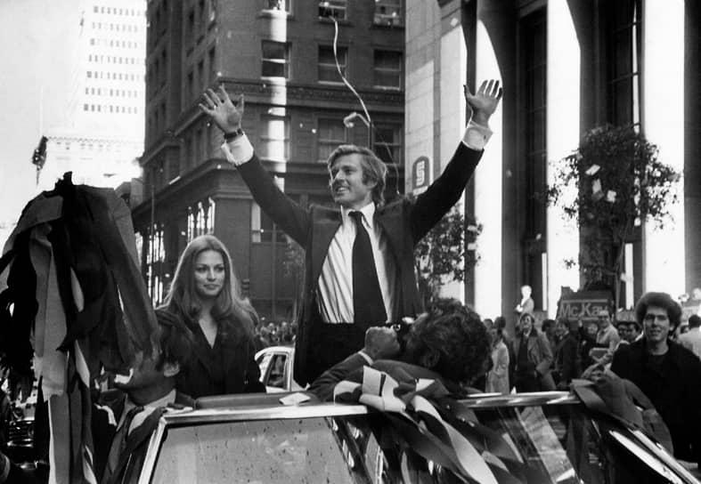 """«Никогда не останавливайся у знака, на котором написано: """"Успех"""". Не останавливайся! Жми на газ, жми на газ»<br> В 1972 году Роберт Редфорд основал кинокомпанию Wild Wood, которая выпустила фильмы «Кандидат» (на фото; 1972) и «Вся президентская рать» (1976), получившие хорошую критику, престижные награды и внушительные кассовые сборы"""
