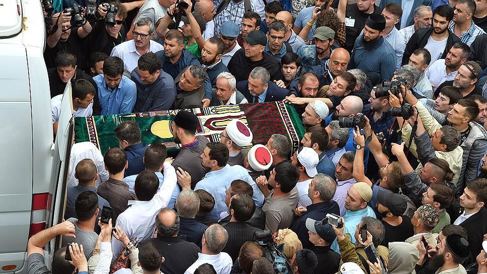 Церемония прощания с Орханом Джемалем прошла в Соборной мечети